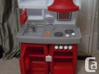 The kitchen can be adjusted to fit your child's