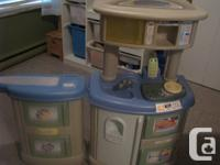 Little tikes play kitchen and washer dryer station,