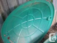 In superb condition. Can be used for sand or water.