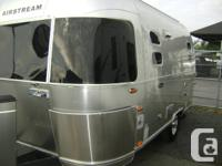 LOOKS NEW AIR STREAM FLYING CLOUD 19 FOOT BAMBI WAS