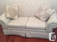 This is a stunning 3 piece couch set, great for small
