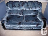 Priced to sell! Clean!! This gently used couch / love