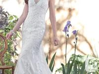 Gorgeous wedding dress. Worn once...duh! Size 6 but can