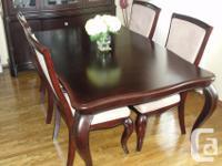 9 PIECE MAHOGANY DINING ROOM SUITE: Elegant mahogany