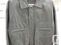 Black leather coat. Dimension Large (42-44). Zip-out