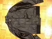 Manteau en faux cuire noir, grandeur large  NEUF,