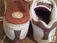 Etnies white leather low cut pro skate shoes. Worn one