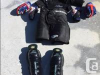 Men's hockey gear (medium sized) - includes shoulder
