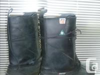 BAFFIN MENS HARD TOE WORK BOOTS. Removeable inner boot.