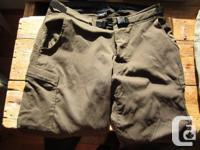 4 pair Mens's trousers, all approximately 31W X 32Leg