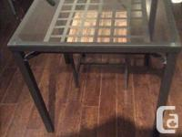 Metal and glass IKA dining table, sit 4. Size 30x30