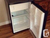 Mini Frigo noir - mini fridge black - petit r
