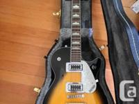 Hi there! I am selling a Like New condition 2-tone