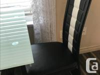 In Good condition nice dining table for bachelor suit