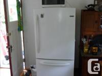 4 yr. old, bottom freezer fridge in excellent