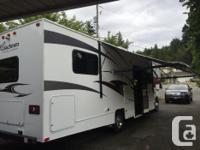30 ft motorhome for rent slide sleeps 8, full kitchen