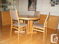 SOLID LIGHT OAK DINING ROOM SET IN EXCELLENT CONDITION