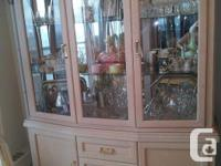 Beautiful Furniture in Excellent Condition Dining Room