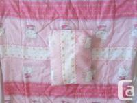 Cute Hello Kitty 5-piece crib set.  Fits standard cribs, used for sale  Quebec