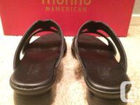 Munro women's black leather slip-on sandals (1 inch