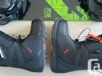 Men's snowboard, bindings and boots for sale. Excellent