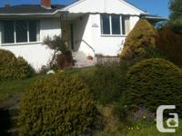 Cozy room available in a large house near Uvic/Camosun.
