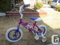 I'm selling 10'' bike for girls with training wheels +
