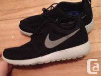Selling Brand New Nike Roshe Runs size 7.5 mens! Swoosh