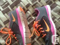 I am selling this running shoes because I am leaving