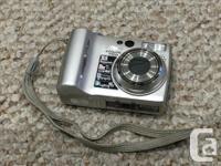 Nikon Coolpix 7900 digital camera with camera case, 2
