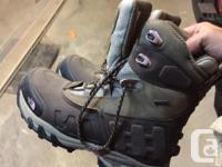 Female's North Face Winter Boots dimension 9.5 keeps