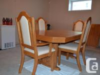 OAK DINING ROOM TABLE & 6 CHAIRS in excellent