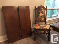 Beautiful, solid oak, dining room table by Ethan Allen