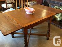 Beautiful solid oak draw leaf table with impressive