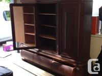 1920s Antique Oak Hutch/Cabinet Beautiful cabinet with