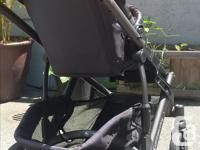 This 2012 Uppababy Vista is a great stroller and has