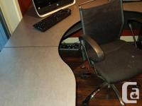 Large U shaped office desk and chairs in excellent