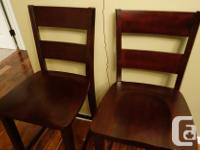 Excellent condition. 24-inch counter height bar stools;