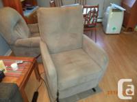 Palliser Recliner Lift Chair for sale. Beige Echo