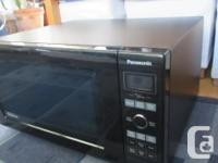 Excellent condition. Clean Full sized 1.6 cu.ft. 1200W