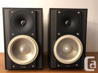 Selling a pair of Paradigm Atom v6 speakers in black