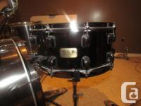 Pearl drum kit for sale 5 piece. Comes with 4 symbols.