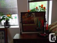 Joli petit meuble à deux tiroirs pour bijoux et put