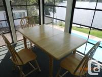 Pine table with a built in leaf in good condition We