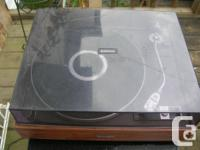 For sale this Turntable Pioneer PL-15R It seem to be