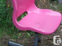 Here is that great oh so pretty in pink office chair