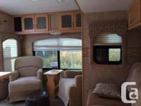 PRICE REDUCED BY $1000 (OBO) 29.5 FT 5TH WHEEL MODEL