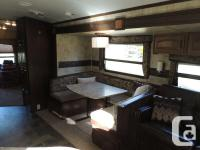 VERY NICE TWO SLIDE 35 FOOT BUNKHOUSE WITH SEPERATE