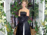 Size 4 Beautiful strapless black & white dress, comes