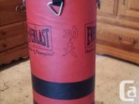 Punchingbag Everlast $35. Like new 40 lbs Contact Pat: